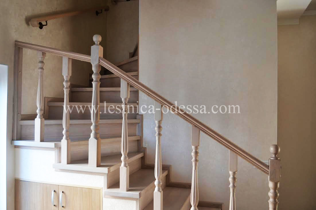 Деревянные лестницы (Недорого) - монтаж - Купить