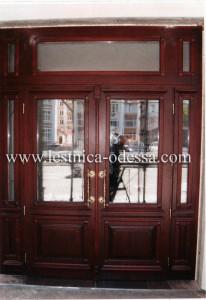 Дверь входная (светлая) двойная с накладками, из массива (ясень) филенчатая. Изготовление и установка г. Одесса