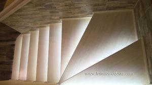 Лестница дубовая на второй этаж Одесса. Изготовление и установка деревянных лестниц в Одессе
